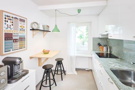 Stylish garden flat in quiet, central location - Condominium
