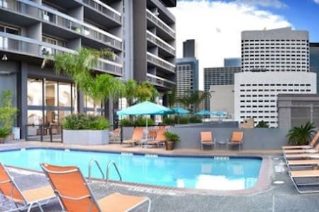 Cozy Downtown High-rise! w/parking! - Houston - Appartamento