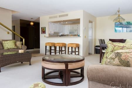 Penthouse Suite w 3 bdrms & 3 baths - Honolulu - Condominium