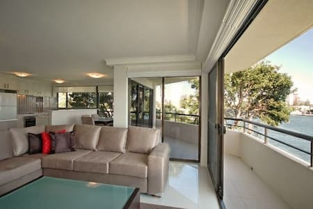 Amazing Water Views - 2 Bedroom 2 Bathroom - Surfers Paradise - Leilighet