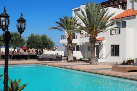 Casa con alberca cerca del mar. - Tijuana