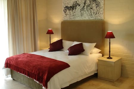 Double room in 4* guesthouse - Bed & Breakfast