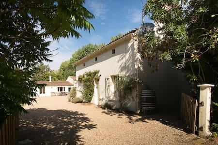 Le Ruault: Orchard Cottage (Loire) - Rumah