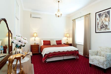 State Mines Hotel B&B - King Suite - Wonthaggi