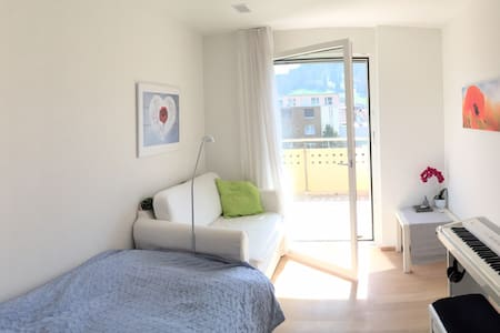 sonniges Privatzimmer, zentral, - Apartment
