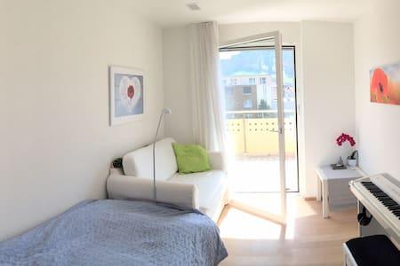 sonniges Privatzimmer, zentral, - Apartamento