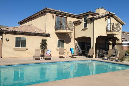 $395-$495,  4400, 6bd, 4 ba, Jacuzzi, 34'x18' pool - Hurricane - 別荘