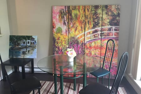 Fully furnished room in Luxury Townhouse in convenient Central Richmond.  10 minutes to the Airport, 20 minutes to Downtown Vancouver. Very Convenient, Clean, Comfortable and Bright Townhouse.  Only for clean female successful professional and female student.
