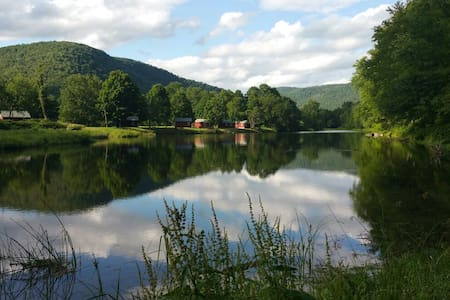 Catskills' Farmhouse & Riverfront - East Branch - Maison