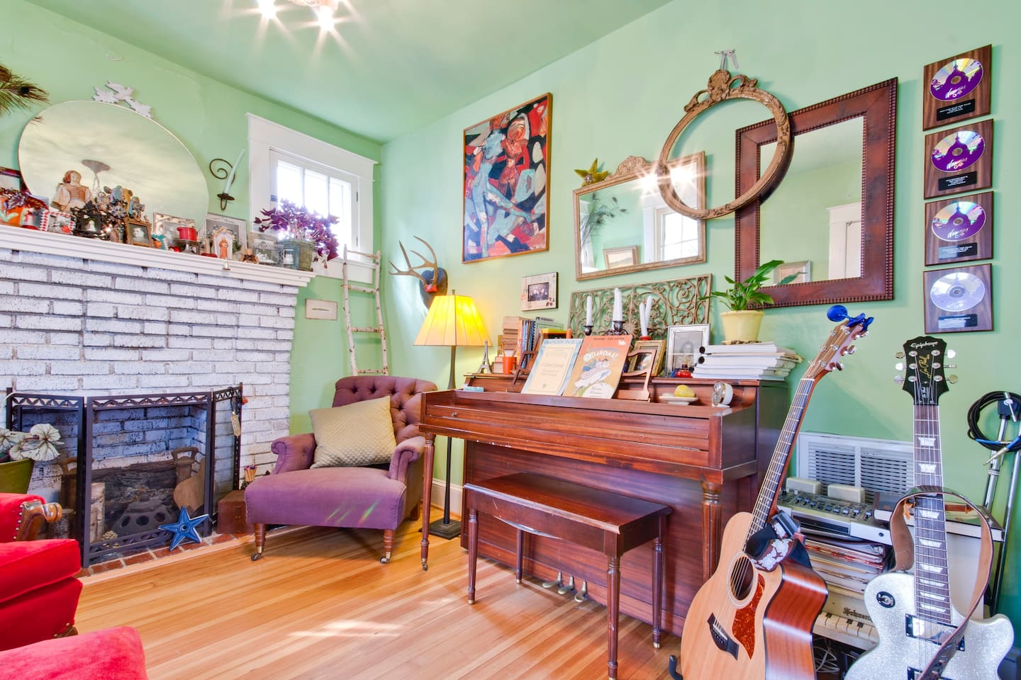 The living and music room...