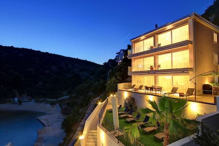 Villa by the Sea - Apartemen