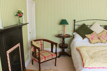 Bright Edwardian room 5 min station - Guildford - Casa