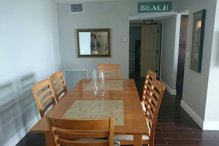 Beautiful and clean apartment in Hallandale Beach - Lakás