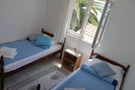 Doris IV Komarna apartment - Komarna