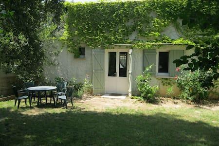 A quiete place in the country - Saint-Jean-de-Cornies - Hus