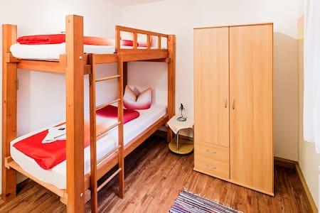 Vierbettzimmer im Thüringer Wald - Schalkau - House