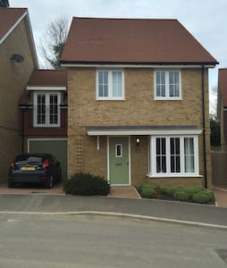 Close to Princess Royal and High St - Lindfield - House