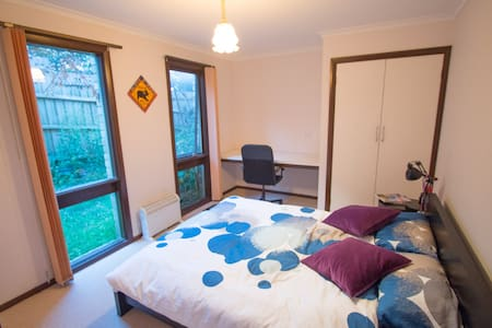 Room in spacious house - Heidelberg