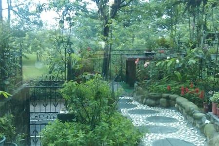 石門水庫旁正對5千坪公園綠地的花園別墅~近石門山登山口。 - Longtan District - Villa