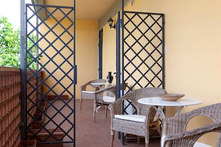 two-bedroom apartment in Florence - Wohnung