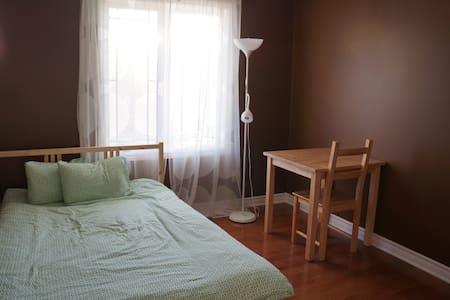 Room for Rent in Kanata North - Ottawa - Radhus