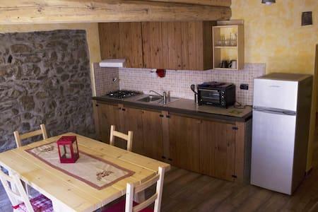 Tipica casetta di campagna - Cresto - House