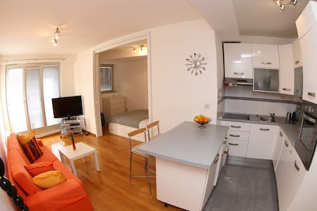 Cosy apartment with all modern comfort in the heart of old town. Enjoy your stay with 10 minutes walking distance from beach and only few minutes from all main sights and summer events in Zadar. Come and be  convinced of unforgetable experience...
