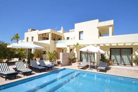 Amazing villa with private pool - Villa