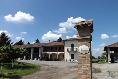 Agriturismo CASCINA CLAUDINA 3 - Bed & Breakfast