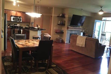 Cozy Condo - Gorgeous View - Madison - Condomínio