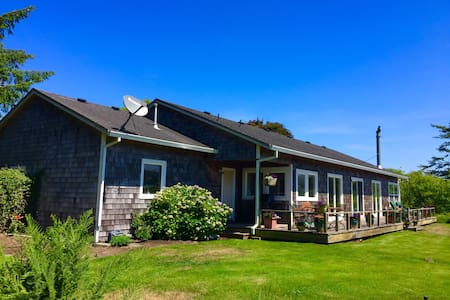 Lakefront Home near Golf, Beach and Gearhart - Warrenton - House