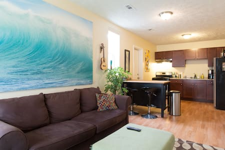 Stylish 1BD Coach House in the city