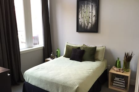 Clean bedroom in Historic Old City