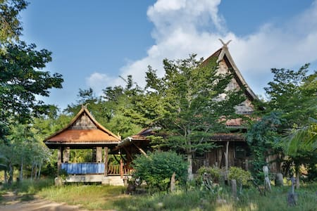 Traditional Thai House with garden - Ev