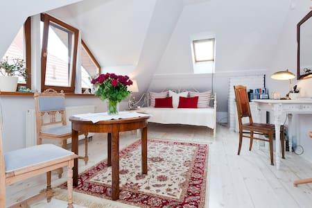 Elegant Room in the Warsaw suburbs - Latchorzew