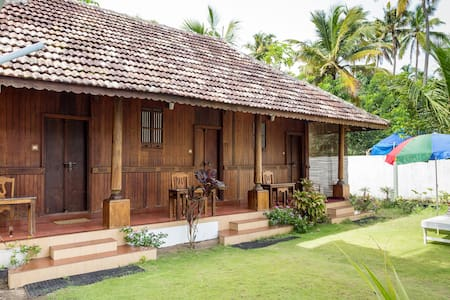 Two Bedroom Spacious Heritage Villa near Beach - Vypin