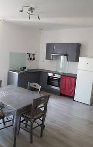 Appartement situé entre mer et garrigue - Apartment