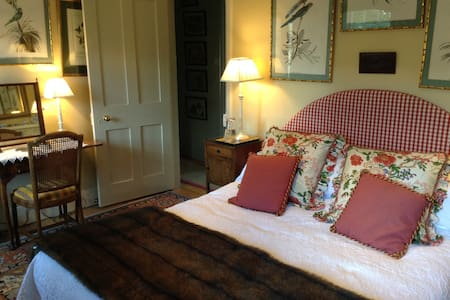 Rooms in charming Cotswold cottage - Bed & Breakfast