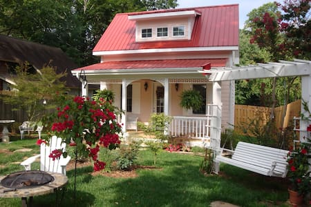 Charming cottage, walkable to town. - Black Mountain - Cabana