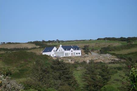 Spacious house by the sea w/beach - Schull - House