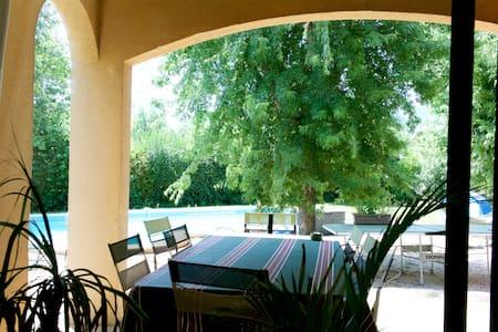 Villa simple et chaleureuse - Hus