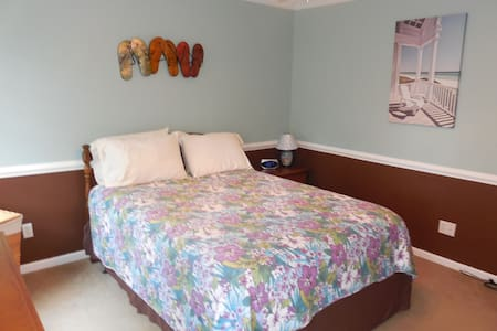 "Cozy, comfortable bedroom with queen bed.  Full bathroom just steps from the bedroom.  Bedroom has a 32"" TV with satellite tv.  WiFi is also included.  Easy access to/from RDU Airport, Raleigh & RTP.  Minutes from shopping, restaurants and I-40."