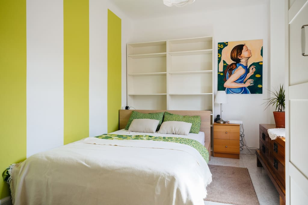 Slaapkamerdeur Slot : Bedroom with a private bathroom – Appartementen te Huur in Barcelona