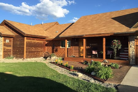Luxury Gunnison Vacation - House