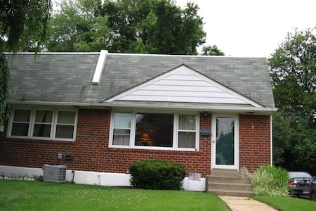 Claymont 2Bdr near rail and highway - Claymont - House