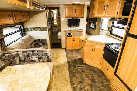 350+ square foot RV - Albany - Camping-car/caravane