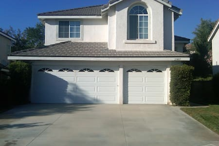 "Great ""Awesometown"" family home - Santa Clarita - Ház"