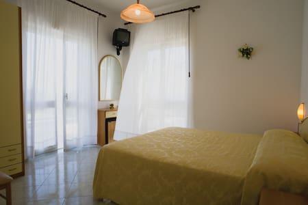 Hotel B&B Villa Natalina - Forio - Bed & Breakfast