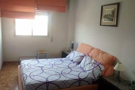 Habitación amplia y confortable - Leilighet
