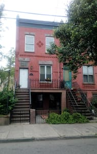 Sunny Yard,Washer-Dryer, Huge Kitchen - Jersey City - House